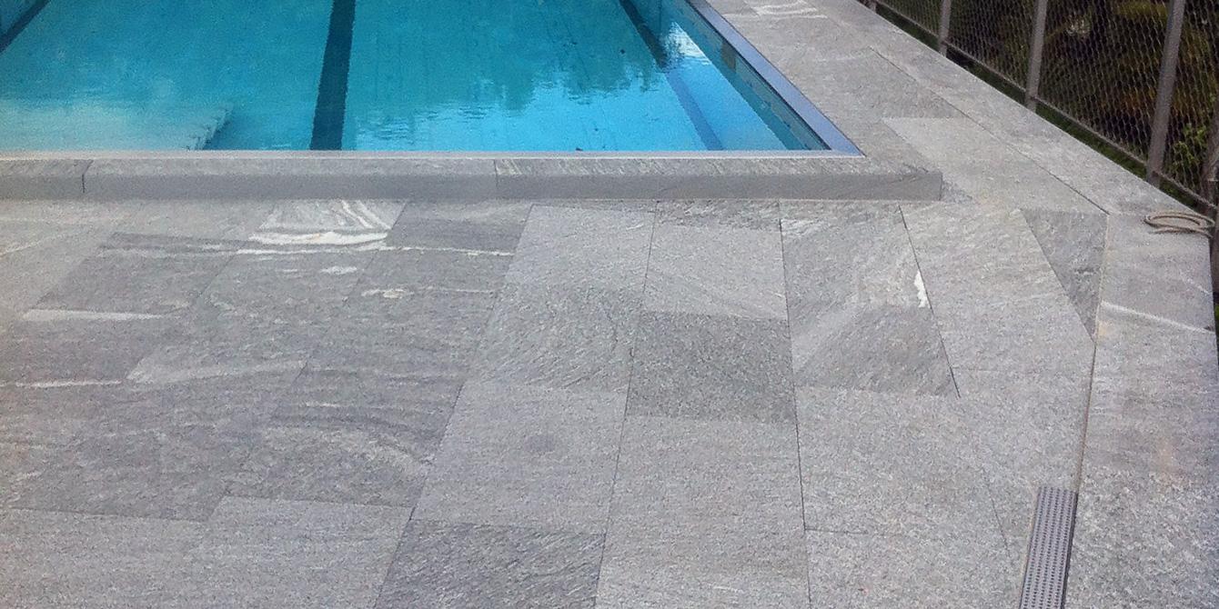 Servizio giardini ticino bord de la piscine en granit for Piscine en granit